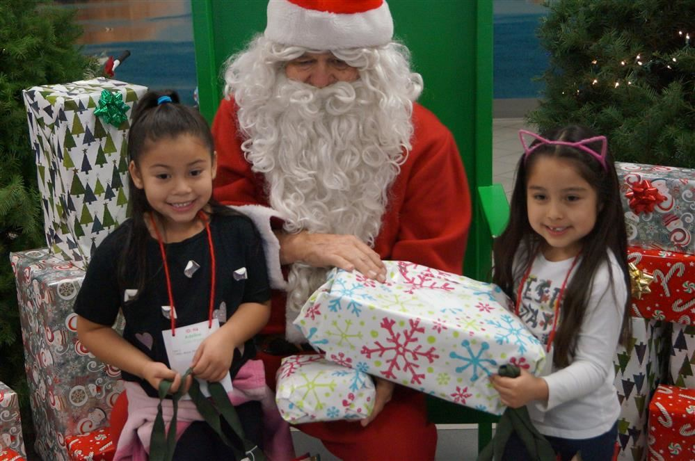 Students have meet and great with Santa